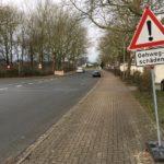 Auf dem Stadtring darf 50 km/h gefahren werden; die Autosteuerung zeigt 50 km/h an